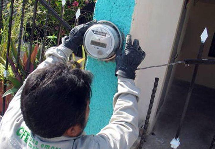 Los ladrones se hacían pasar por trabajadores de la Comisión Federal de Electricidad. (Imagen de contexto/diariomarca.com.mx)