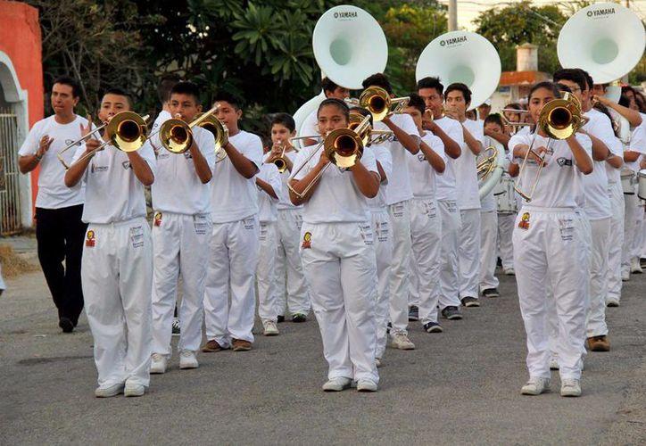 Vecinos de la colonia Benito Juárez disfrutaron este fin de semana de diferentes actividades en el marco de la promoción del programa Escudo Yucatán. (Fotos cortesía del Gobierno estatal)