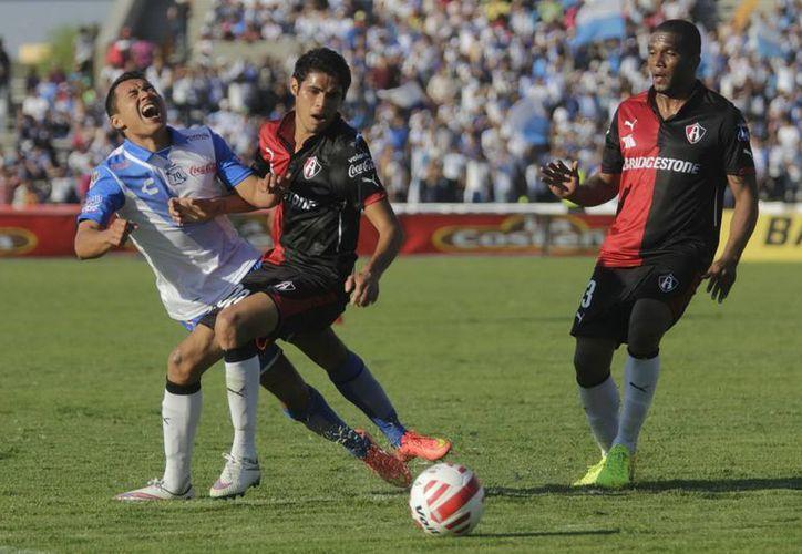 El Atlas fue sancionado económicamente por la invasión de aficionados al estadio Jalisco en el partido de liguilla contra Chivas, que los eliminó. (Notimex)