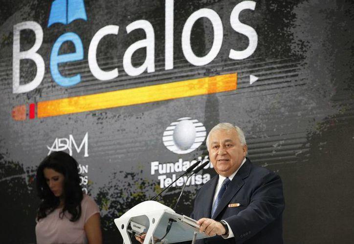 Emilio Chuayffet Chemor anunció ayer que el aumento salarial a maestros se tratará ahora entre Gobierno Federal y SNTE. En la imagen, el funcionario preside una acto de la Fundación Bécalos. (Notimex)