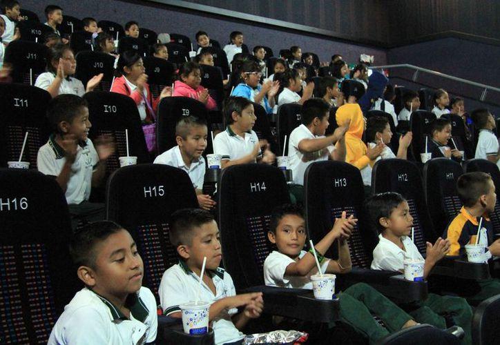 Los niños de comunidades irregulares o escasos recursos estuvieron felices. (Luis Soto/SIPSE)