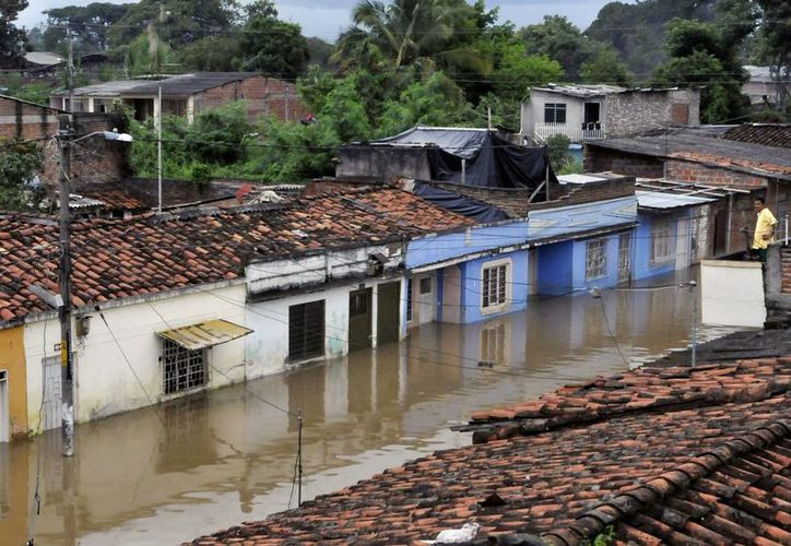 El río Cauca en Cali (Colombia) sufre constantemente desbordamientos por las lluvias. (EFE)