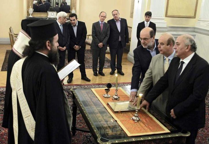 Momento de la juramentación de los nuevos ministros de Grecia. (20minutos.es)