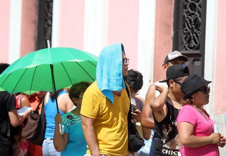 Este domingo, el termómetro registró una máxima de 37.9 grados en Mérida. (SIPSE)