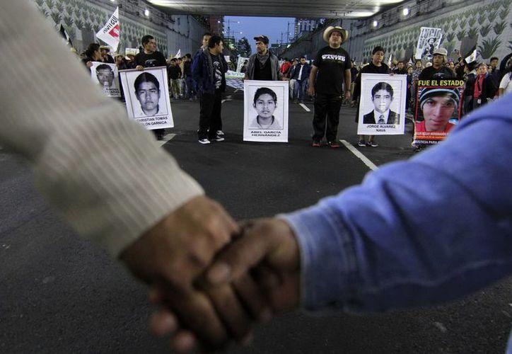 Este sábado se realizará una marcha para exigir la liberación de 11 presuntos anarquistas detenidos por terrorismo y motín e implicados en manifestaciones en apoyo a 43 normalistas desaparecidos. (Foto de archivo de Notimex)