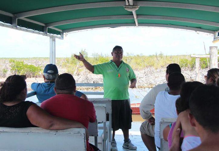 Una veintena de guías de turistas de Punta Sur recibieron capacitación para perfeccionar sus servicios.  (Gustavo Villegas/SIPSE)