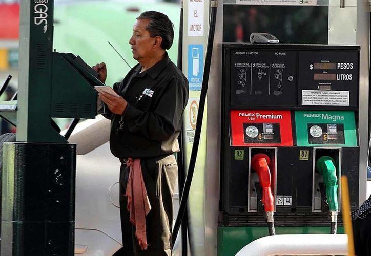 De acuerdo con la Secretaría de Energía, son 22 empresas las que tienen la intención de importar gasolina y diésel. (Archivo/Notimex)