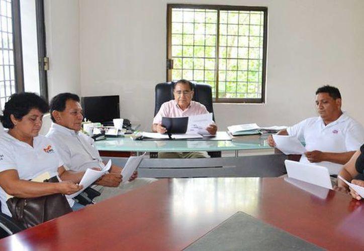 Pedro Oxté Conrado, líderes sindicales y asesores de la Croc en reunión para estudiar propuesta. (Facebook Pedro Oxte Conrado)