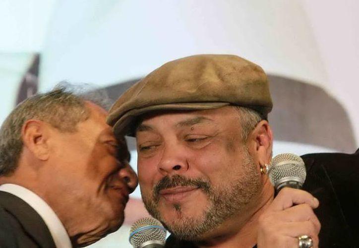 Armando Manzanero y Francisco Céspedes, en animada presentación de su disco 'Armando un Pancho'. (Notimex)