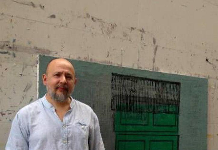 La muestra contará con 43 piezas de reciente producción que incluyen grabado en metal y bronce. En la foto, Miguel Castro Leñer, autor de la exposición.(Milenio Novedades)