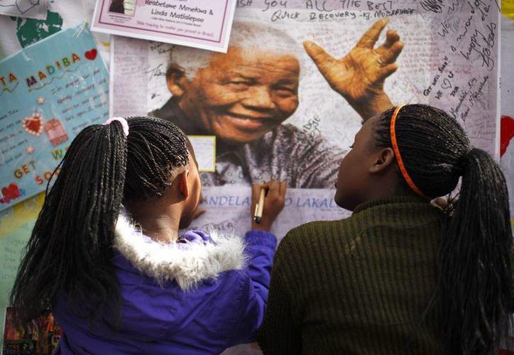 """El galardón se suma a otros reconocimientos que la ONU ha hecho al político sudafricano, como el establecimiento del """"Día Internacional de Nelson Mandela"""" que se celebra cada 18 de julio desde 2010. (EFE/Archivo)"""