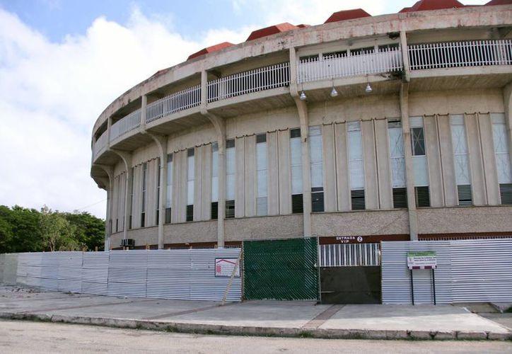 El Polifórum Zamná se encuentra cerrado para deportistas y público por las obras que se están realizando. (Milenio Novedades)