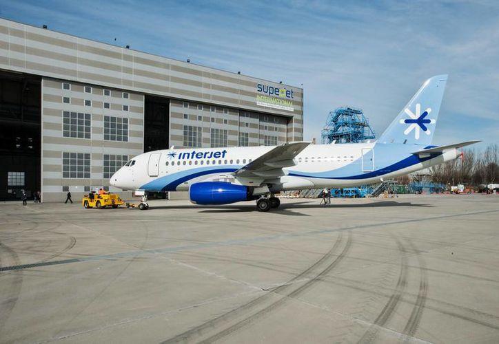 El SSJ-10 tiene capacidad para entre 68 y 103 personas. (ainonline.com)