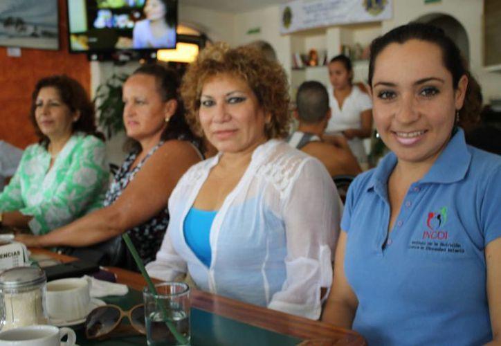 La terapeuta María del Carmen Lugo, (de azul) afirma que el primer diplomado será sobre recuperación fisiológica. (Juan Cano/SIPSE)