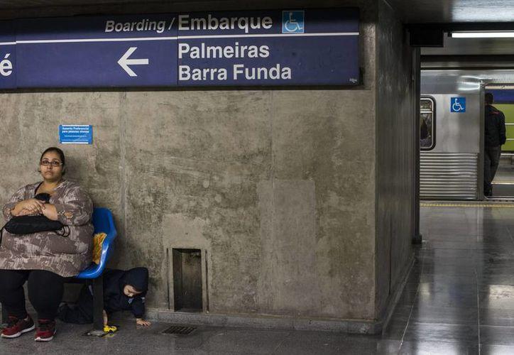 Mientras los empleados del Metro de Río de Janeiro desistieron de una huelga, los trabajadores del aeropuerto de la capital carioca anunciaron un cese de actividades para este jueves (EFE).