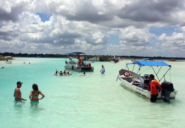En cada temporada vacacional, embarcaciones irregulares hacen su aparición. (Javier Ortiz/SIPSE)