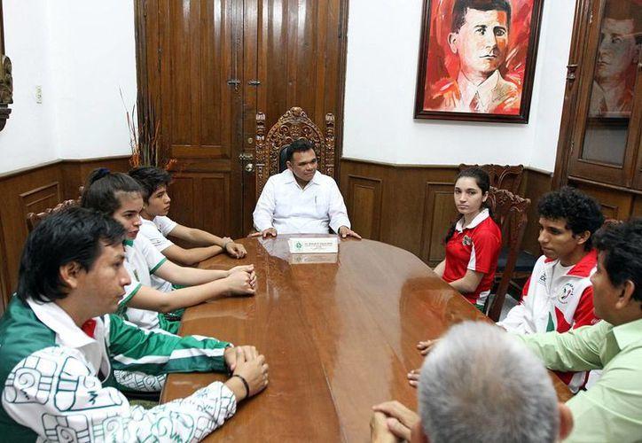 Zapata Bello reconoció el gran esfuerzo que realizan los yucatecos integrantes de la selección nacional de tenis de mesa. (SIPSE)