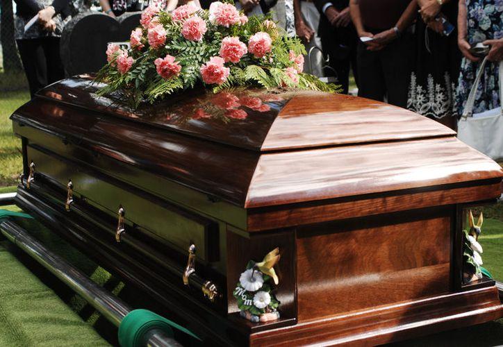 La familia Karrigan gastó alrededor de 20.000 dólares en el funeral de una persona que consideró que era su pariente. (Contexto/Internet).