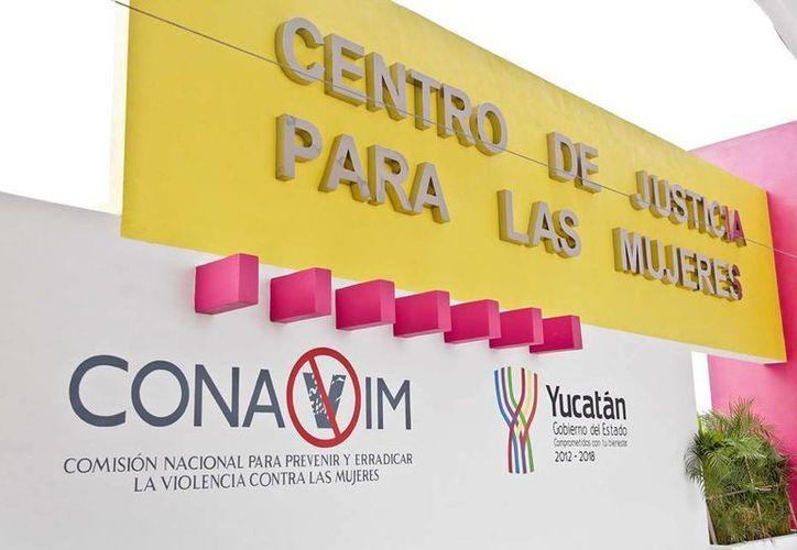 Peña Nieto inauguró en Mérida el Centro de Justicia para las Mujeres.(Facebook/Presidencia)