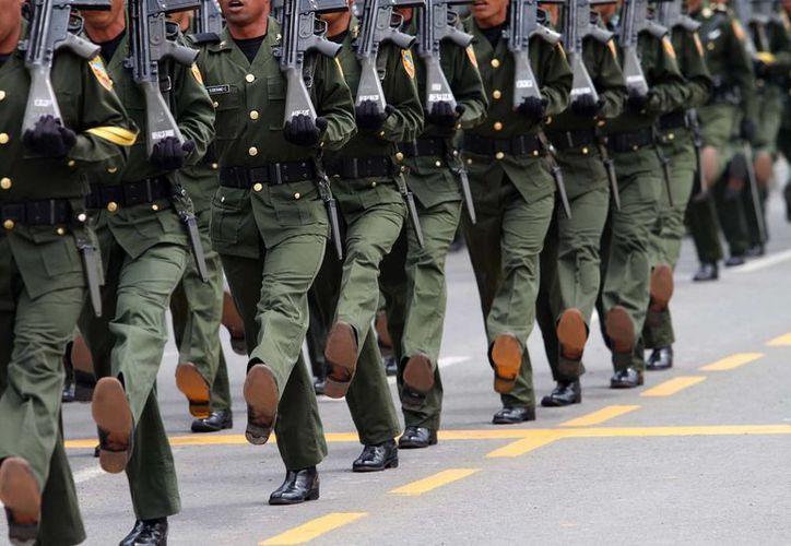 Siete habitantes de San Juan Guichicovi, Oaxaca, explican que causar alta en el Ejército sigue siendo el único camino viable para los más pobres del país. Foto de contexto. (Archjivo/Notimex)