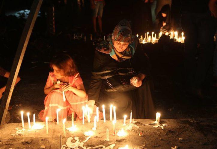 Muchos iraquíes culpan a los políticos de la frágil seguridad en sus ciudades, que las hace blanco fácil de terroristas. (AP)