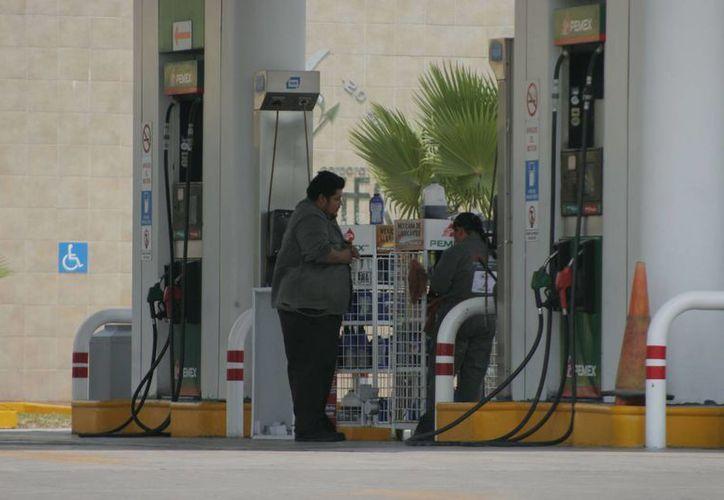En Chetumal, se consumen alrededor de 10 millones de litros de gasolina. (Harold Alcocer/SIPSE)