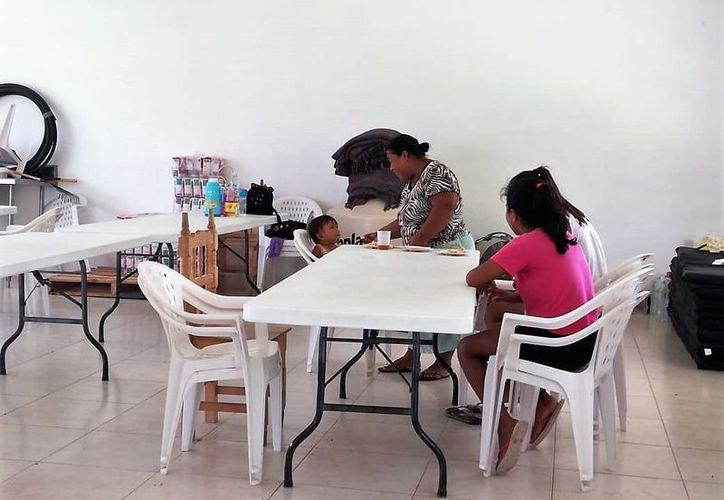 Algunas familias aún no pueden regresar a sus hogares que fueron afectados, por lo que siguen en los albergues. (Javier Ortiz/SIPSE)