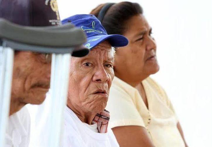 Las personas de la tercera edad reciben maltrato por sus mismos familiares.(Foto: Novedades Yucatán)