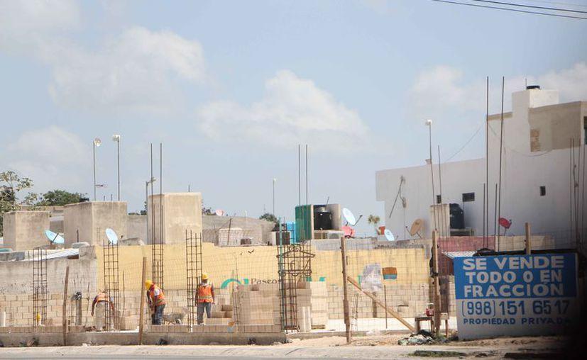 Las empresas constructoras reportaron una baja en el personal ocupado, en los primeros cuatro meses del año. (Paola Chiomante/SIPSE)