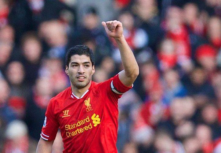 El equipo inglés cosecha los frutos de la mejor decisión que ha tomado, no desprenderse de Luis Suárez, quien lleva 19 goles en apenas 12 partidos. (Facebook/Liverpool FC)