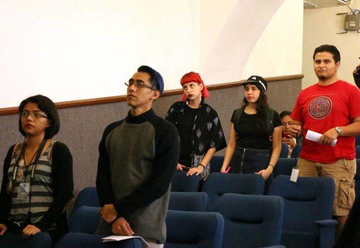 Alumnos de 18 instituciones del país se reúnen en un evento académico de literatura y lingüística en la Uady. (Milenio Novedades)