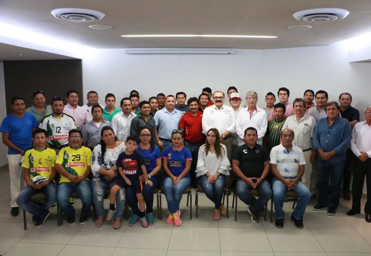 El candidato a senador de la coalición Todos por México, Jorge Carlos Ramírez Marín, se manifestó a favor de intensificar la práctica del deporte. (SIPSE)