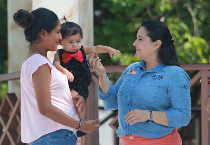 La candidata para el Senado, Mayuli Martínez, propone fomentar programas de apoyo a las madres trabajadoras. (Foto: Redacción)