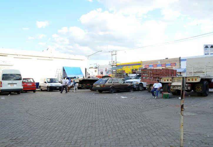 Aquí se instalará el tianguis navideño. Solo falta la reubicación de los camiones, que sería sobre la calle 52. (SIPSE)