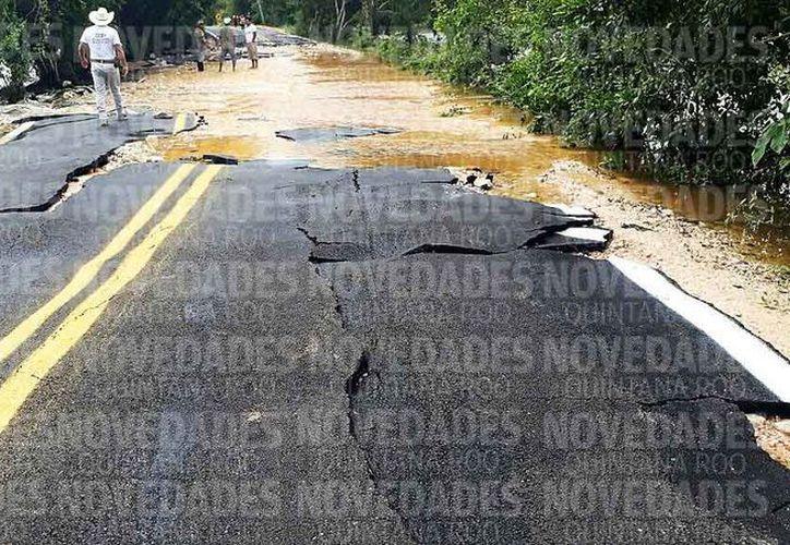 El subdelegado de la localidad dijo que el camino fue pavimentado el año pasado por Sintra. (Javier Ortiz/SIPSE)