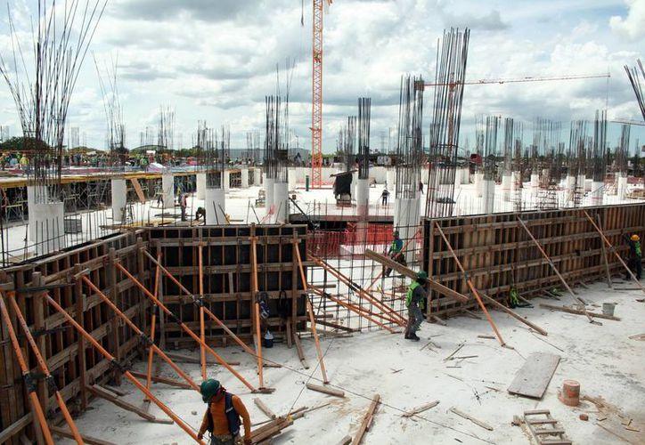 El complejo comercial que se construye en el norte de Mérida abrirá sus puertas en 2018. (Milenio Novedades)