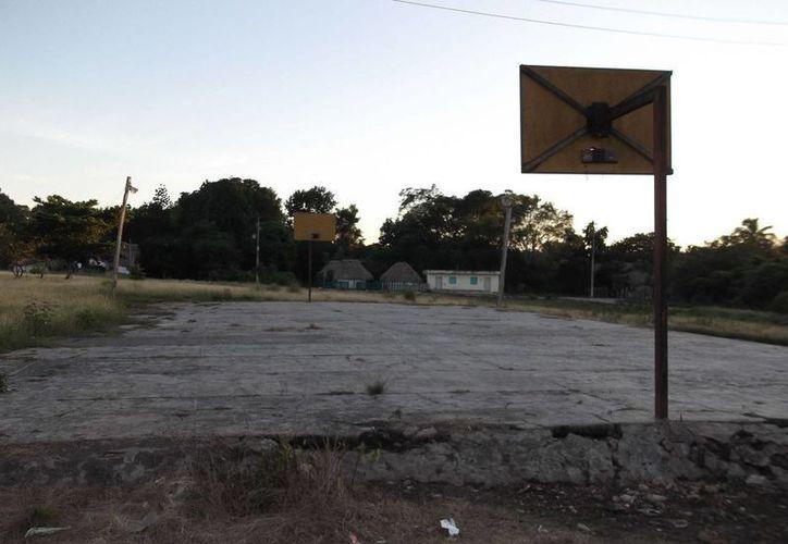 El mal estado de los caminos de acceso complican el traslado de los enfermos a otra comunidad, en caso de emergencia. (Carlos Yabur/SIPSE)