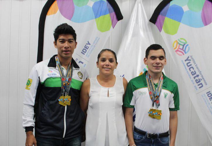 José Cru, Rodrigo Aguilar y Karla Esquivel, cerca de la calificación (Foto: Novedades Yucatán)