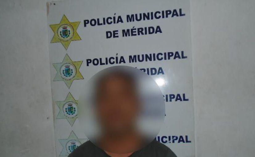 Mauricio Z. L. se ostentaba como inspector de Mercados del Ayuntamiento de Mérida. (Cortesía)