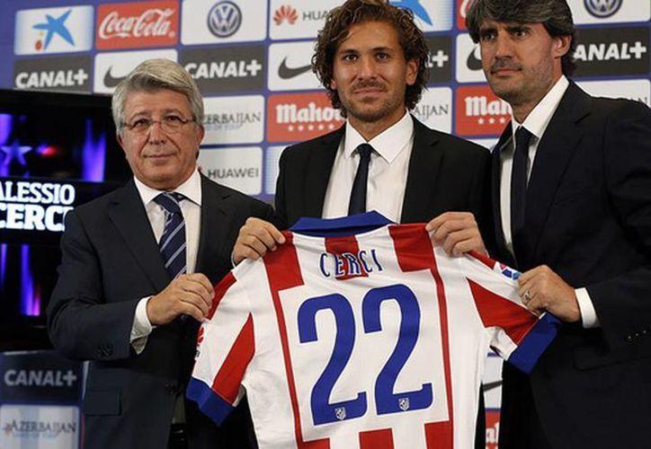 Los colchoneros presentaron al centrocampista italiano Alessio Cerci. (clubatleticodemadrid.com)