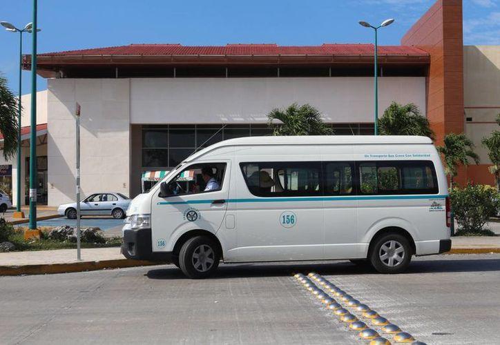 En las colonias Villas del Sol, Guadalupana, Palmas II, y Las Flores se acortaron las rutas tienendo como punto de destino plaza Las Américas. (Adrián Barreto/SIPSE)