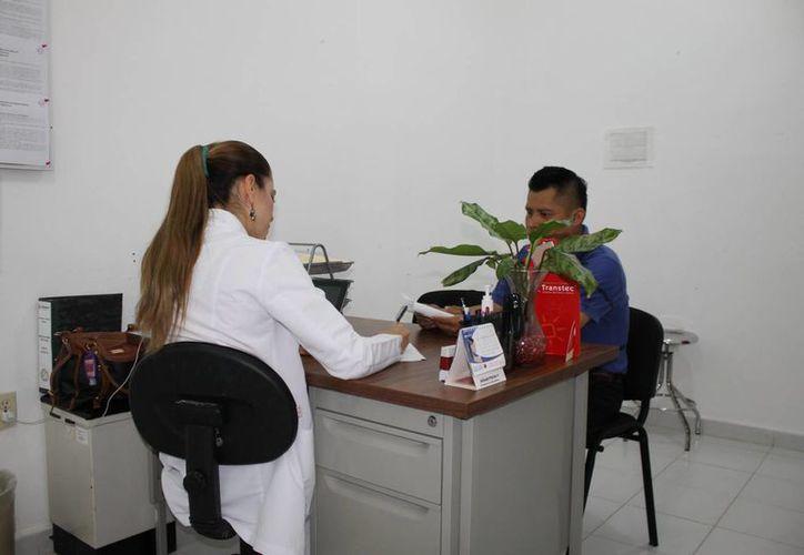 En los centros de salud de Solidaridad se han atendido, en un período de ocho meses, alrededor de 20 mil consultas. (Juan Carlos Cano/SIPSE)