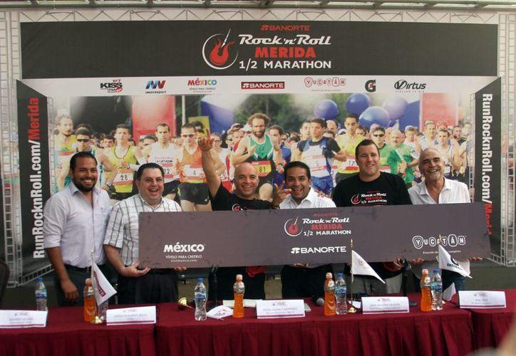 Imagen de la rueda de prensa donde se anunció la competencia 'rockanrolera' que se realizará en Mérida. (Milenio Novedades)