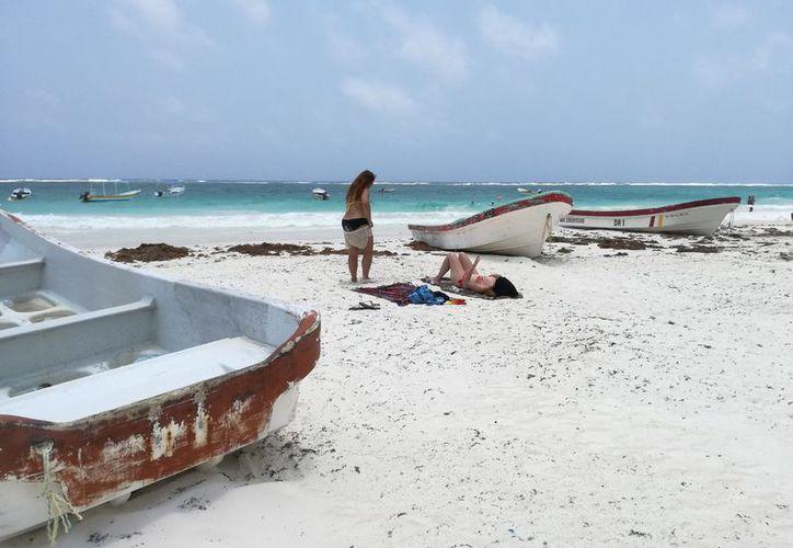 Turistas y lancheros quedaron varados en los arenales. (Sara Chuich/SIPSE)
