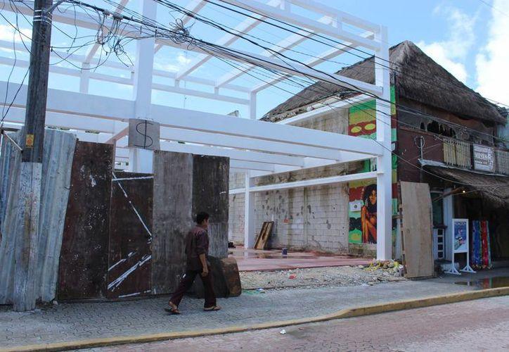 Los edificios cuentan con los permisos de construcción de la Dirección General de Desarrollo Urbano, la misma dependencia que debe emitir el Reglamento de Imagen Urbana. (Sara Cauich/SIPSE)