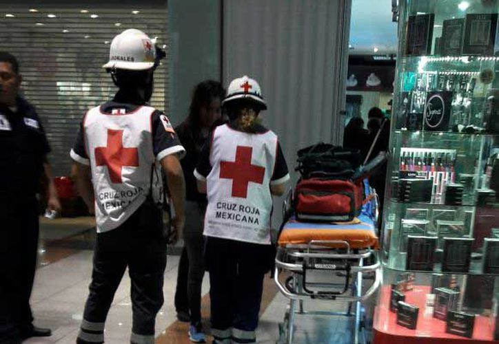 Personal de Protección Civil acudió al lugar para inspeccionar los daños. (Redacción)