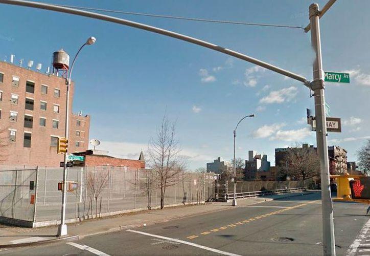 Esquina de las avenidas Marcy y Division, en Nueva York, donde decenas de latinas se paran a esperar que alguien las contrate. (Street View/Google Maps)