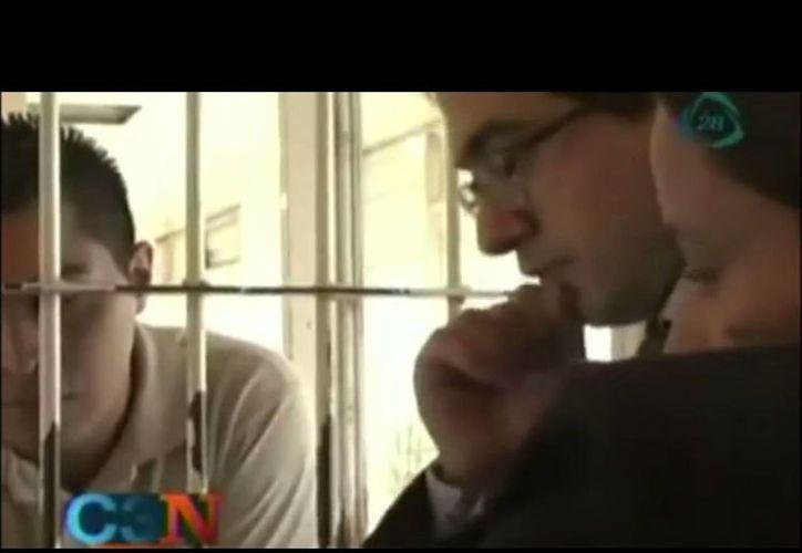 El protagonista de Presunto Culpable, José Antonio Zúñiga (i), estuvo casi dos años preso. (Captura de pantalla de YouTube)