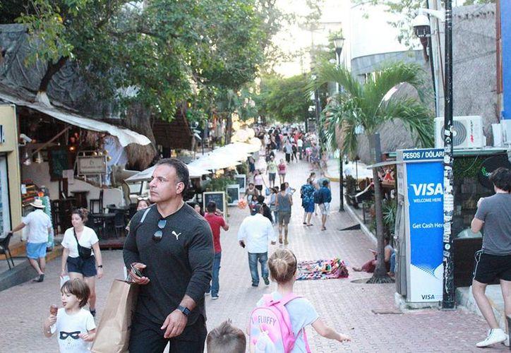 Dichas empresas han vendido, en varios miles de pesos, paquetes turísticos a los consumidores. (Octavio Martínez)