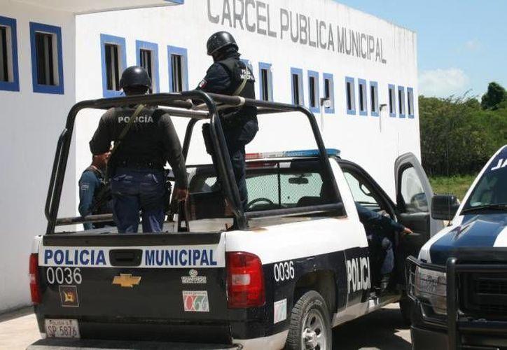 Ya se cuenta con información por parte de los grupos de inteligencia en la isla de las fuerzas militares que dicho elemento es hoy miembro del narcotráfico. (Gerardo Amaro/SIPSE)